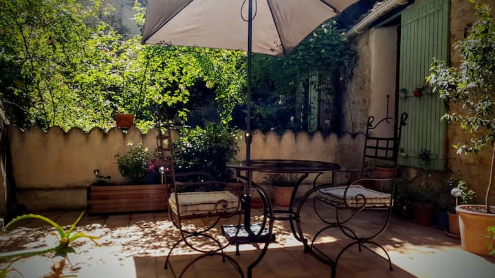 Charming 80m2 house with terrace, in the old town