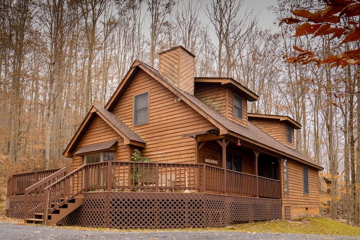 Harvest Moon - Lake Access, Private Wooded Lot, Hot Tub!