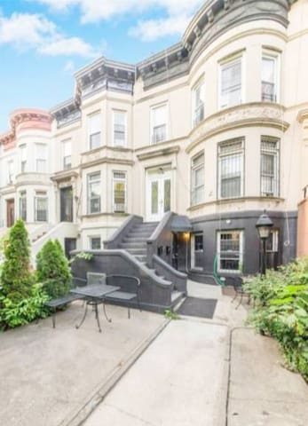 Romantic Top Floor Brownstone in Crown Heights