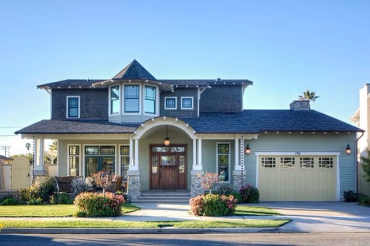 Beautiful Coronado Home, walking distance to beach