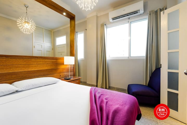 Modern Apartment Vedado Mal WiFi great for couples