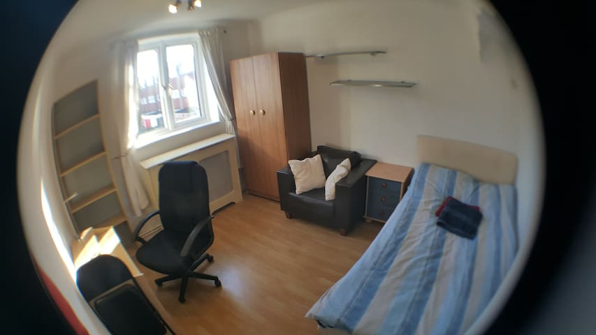 Spacious double 3 mins to DLR (tube/metro/subway) - London - Hus