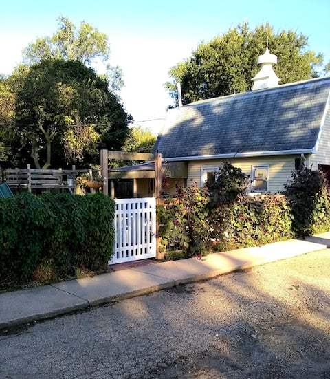 Covered Bridge Cottage *Special 50% off 12+ weeks*