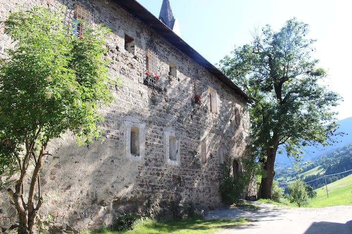 Urlaub auf Ansitz Schloss Gravetsch- Fewo Castel