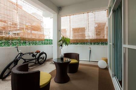 54公寓  愛上大陽台 (3房2廳/雙衛/車位) - 54 Apt - South District - Apartment