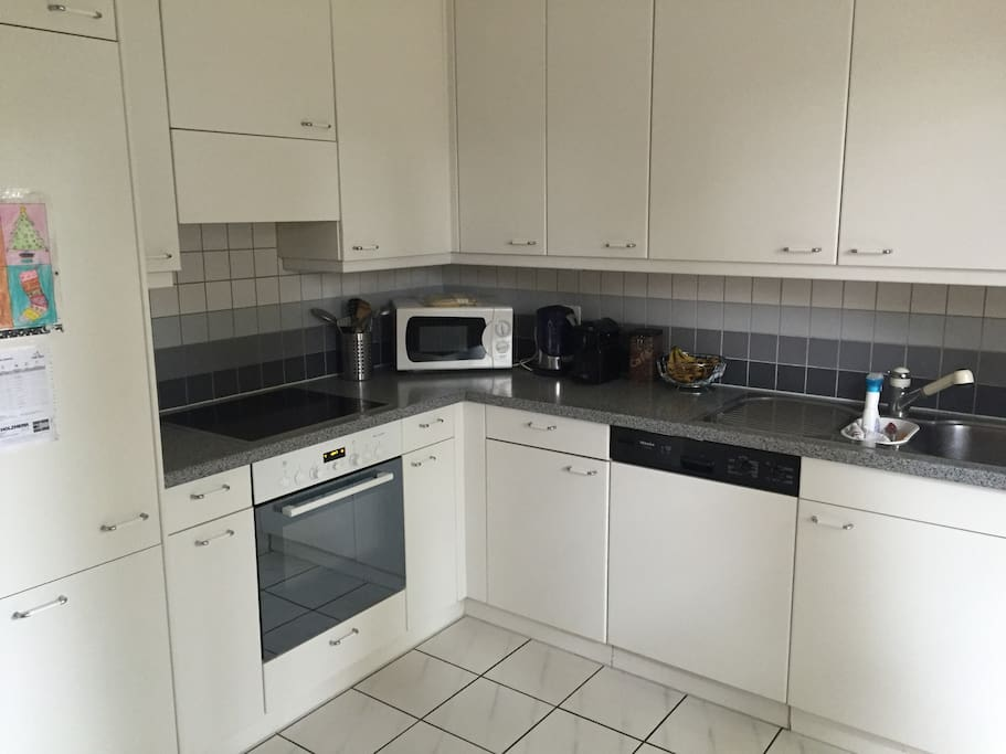 Bright spacious fully equipt kitchen