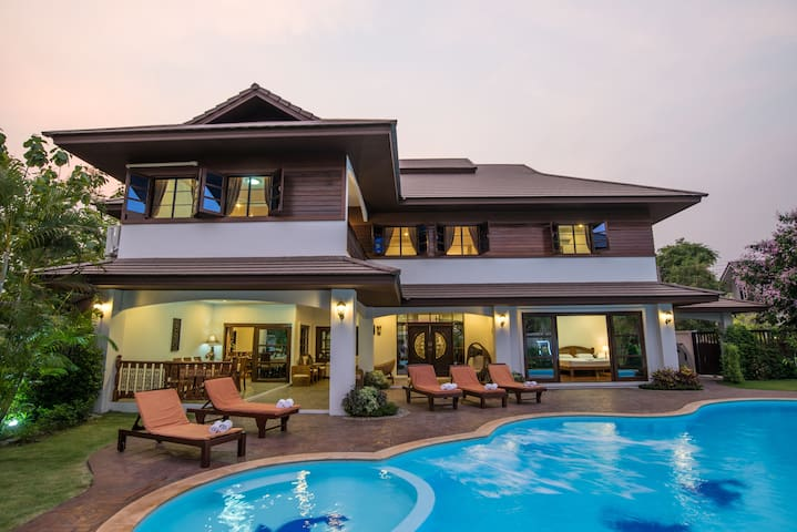 7 Bedroom Luxury Villa with Private Swimming Pool - Chiang Mai