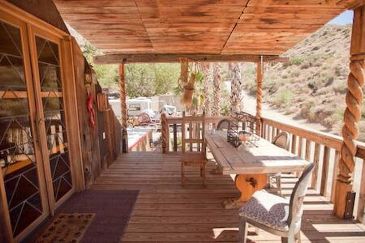 """LOVE NEST"" w/ private Deck, 1 cozy room"