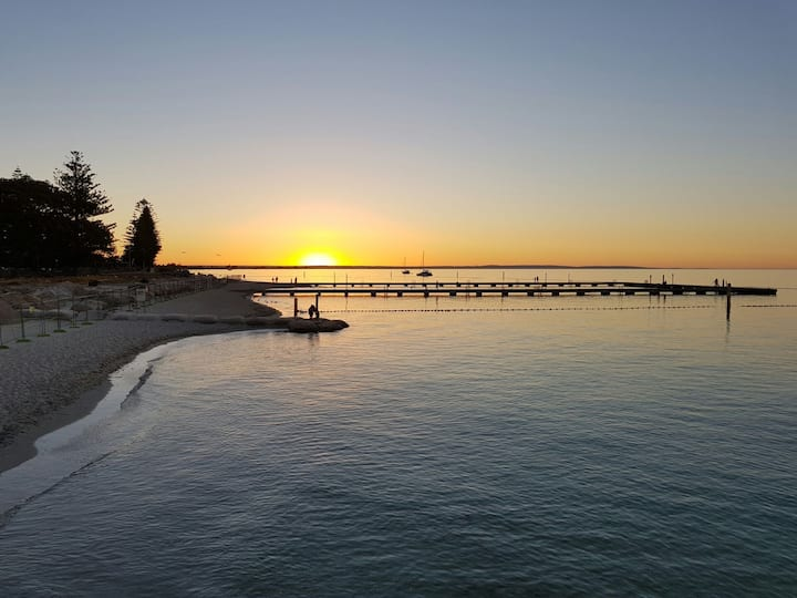 Sunsets at Geographe: Private Wing 50m from Beach
