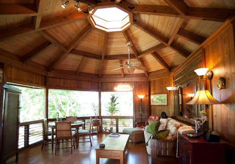 TWIN HEARTS, A PRIVATE KILAUEA COTTAGE ON ACREAGE