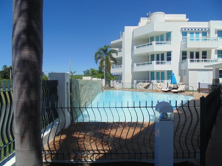 Lazy Villa, oceanfront beach apartment