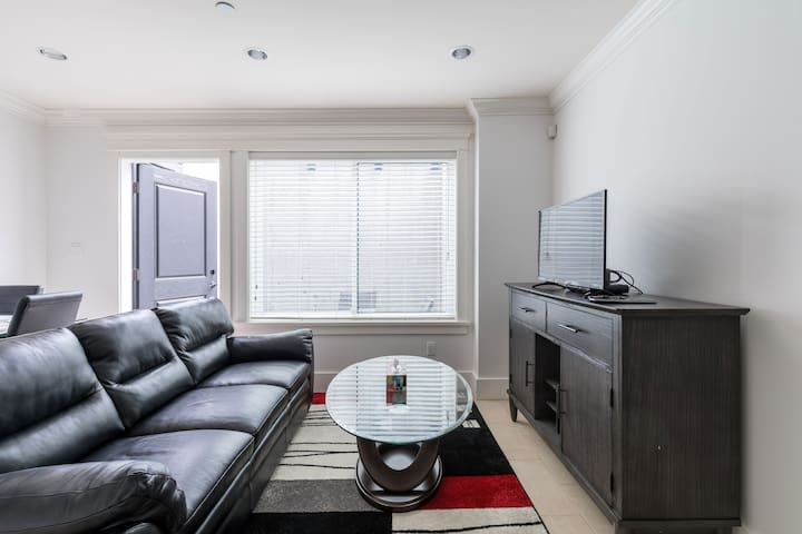 Heather Suite - 2 Minutes from Skytrain!