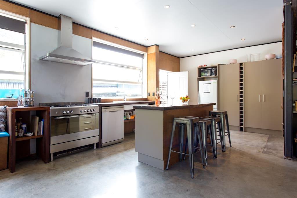 artists funky industrial retreat maisons louer. Black Bedroom Furniture Sets. Home Design Ideas