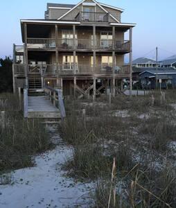 Beach House @Tiki Oceanfront B&B Qn