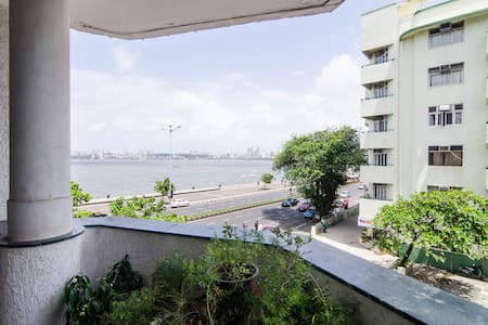 Sea view room on marine drive - Mumbai