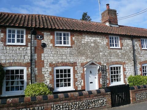 Cosy Coastal Post Mill Cottages - Best Location!