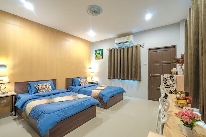 Deluxe Twin Room w balcony 241 @ Penyos Residence