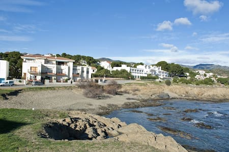 Cozy and bright apartment situated on the seafront, 300 meters away from the Port Beach an - Llançà - Pis