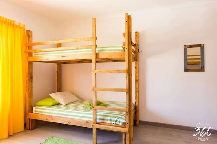 Surfcamp 360, Santa Cruz, Bunk Bed (2)