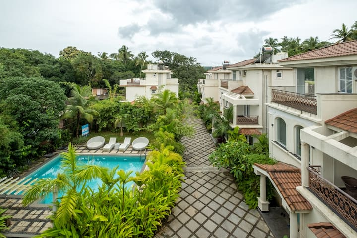 2 Bedrooms Designer Apartment | Pool View