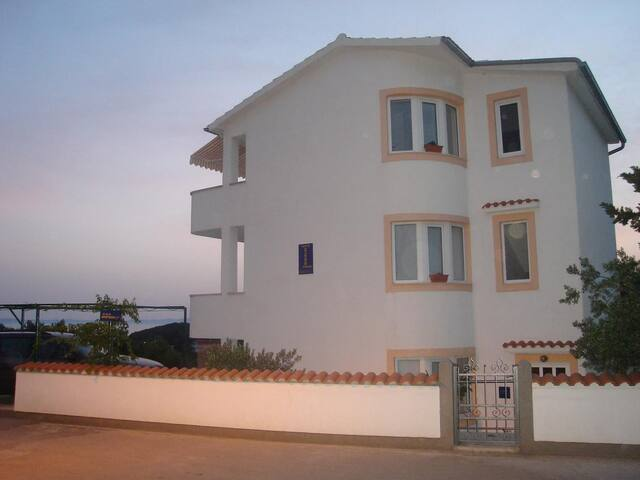 One bedroom apartment with terrace Murter (A-16531-a)