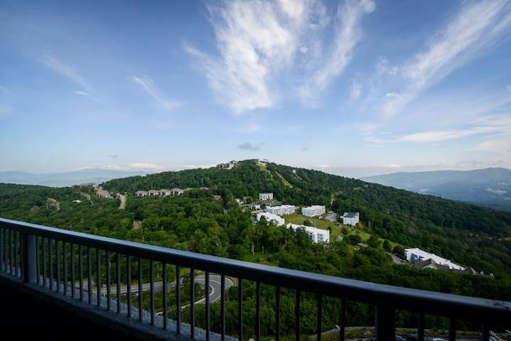 Exceptional Views of Ski Slopes and Mountains! - Sugar Mountain - Condominium