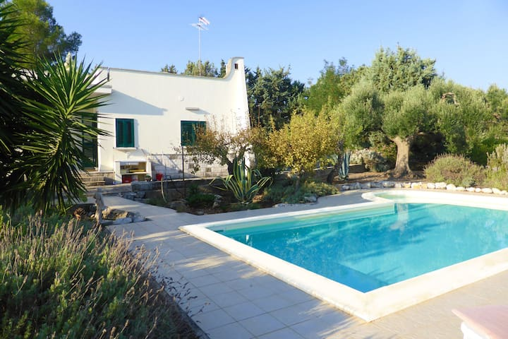 Private villa with swimming pool and sea view 2km - Carovigno - Vila