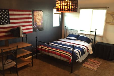 Spacious, comfortable, cableTV/WIFI - Colorado Springs - House