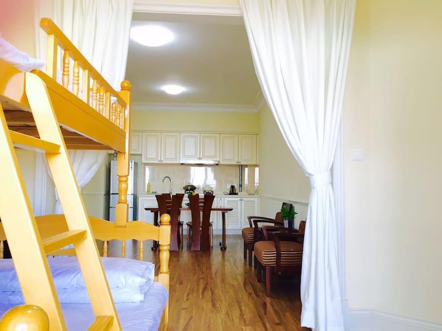 小卧室及客厅