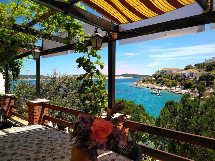 Restful holiday home by the sea with beaut.terrace