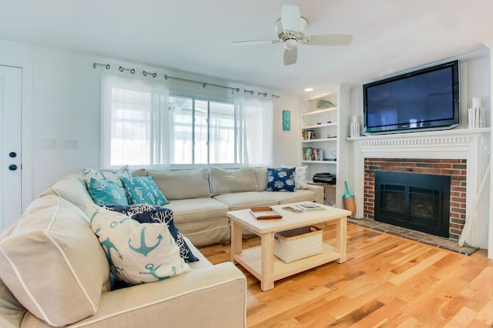 Cottage charm with all the updates, and close to the beach!