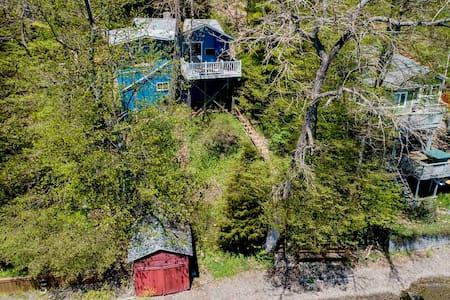 Peaceful Cabin on Seneca Lake