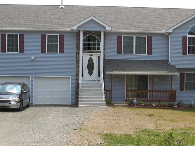 4 Bedroom Custom Build Home in the Poconos. - Long Pond - House