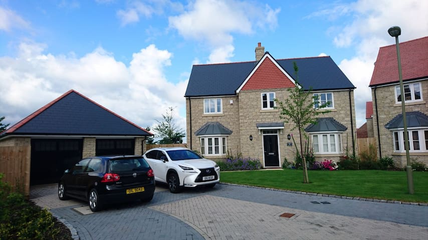 A Double Room within a spacious 4 bedroom home. - Steventon - Hus