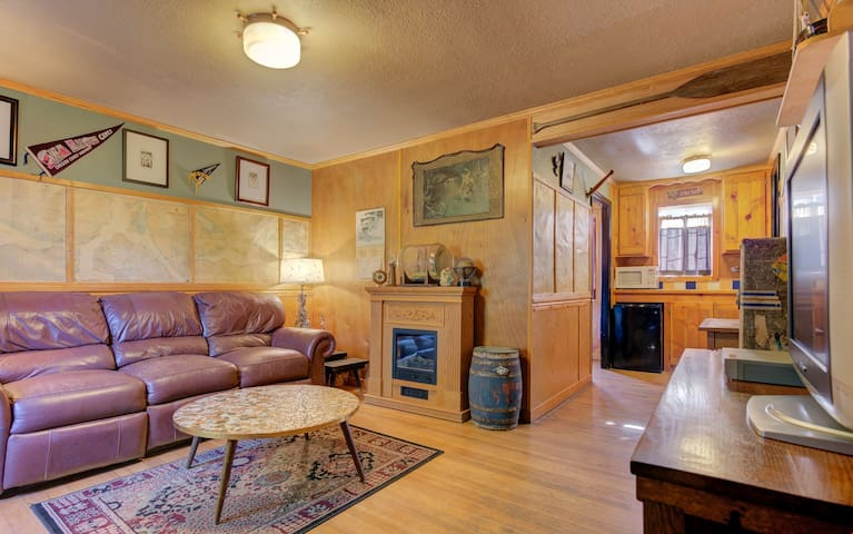 Anchor Inn Cottage 8 - Compact Retro Sweetness in This Wood-lined Cabin, Part of the Historic Anchor Inn in Lincoln City!
