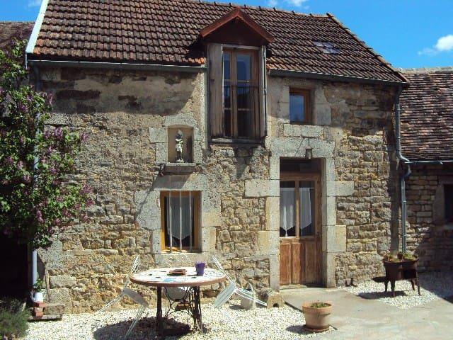 """Gîte """"La Petite Maison"""" - Pouillenay - House"""