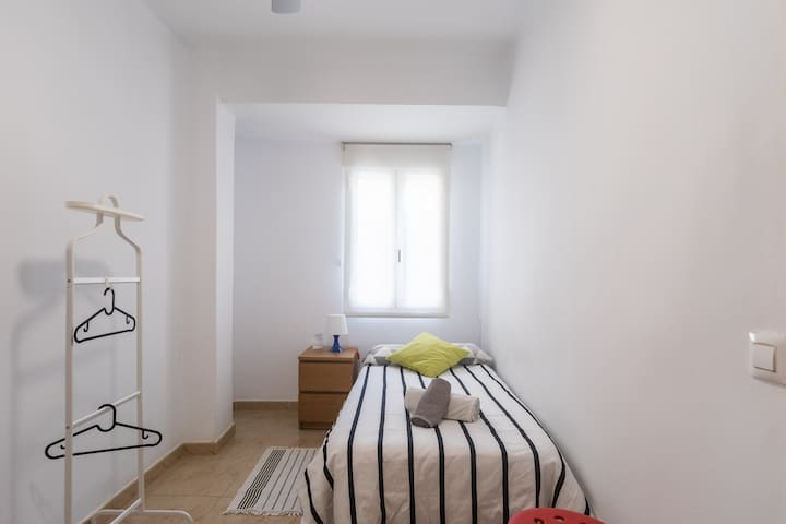 Cosy single room Valencia city centre