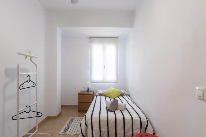Cosy single room Valencia city centre