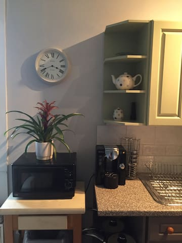 Microwave and Tassimo coffee machine with complimentary pods.