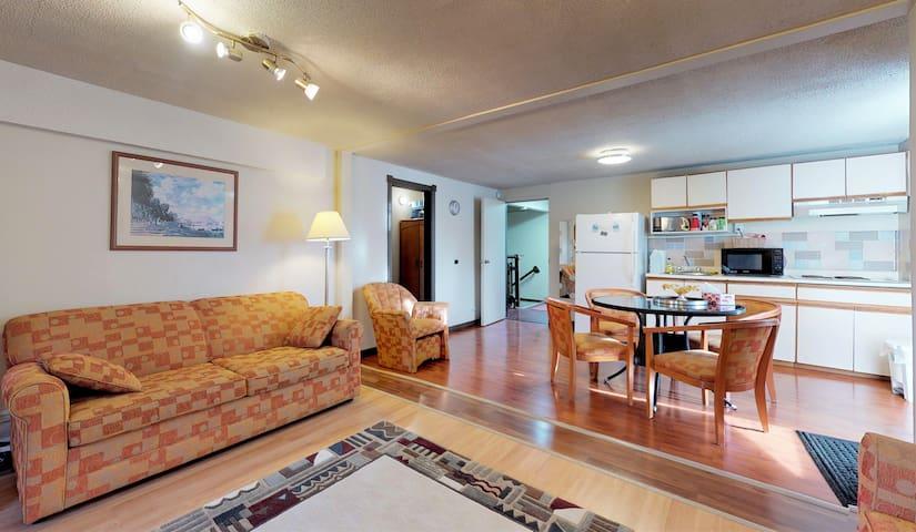 Travel Suite - near Airport, Skytrain, Casino!