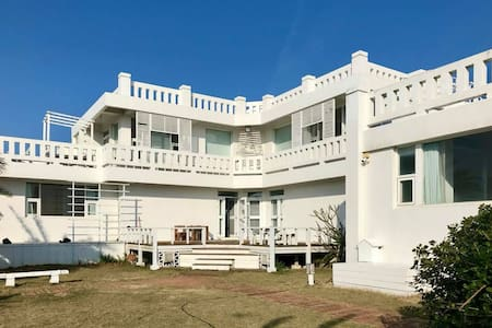 Casa Sesenta- Entire Lakeview Villa