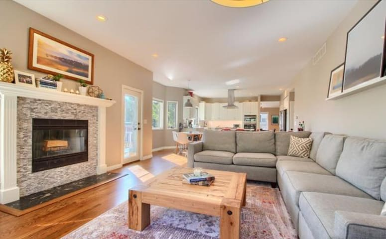 Large, modern home in beautiful North Boulder