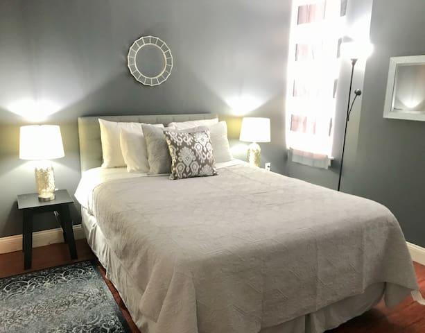 Indigo Dreams – Chic 1 Bedroom in Downtown Memphis
