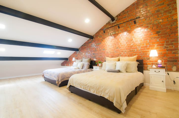 ★Cityfringe Loft Family Room 2 Queen beds★