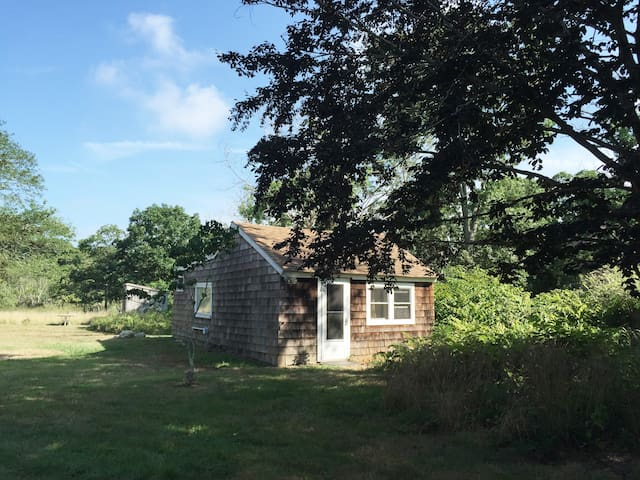 Peaceful getaway in historic Springs, East Hampton - East Hampton - Guesthouse