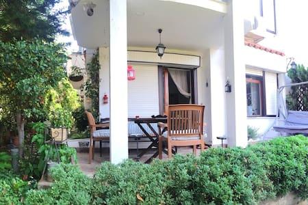 Cozy place with garden in Buyukada - Adalar - Apartemen
