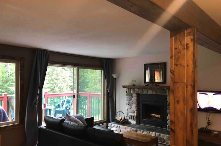 2 bed 2 bath ski-in/out in Horsethief