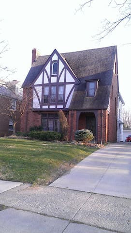 RNC Rental Historic Shaker Heights - Shaker Heights - House