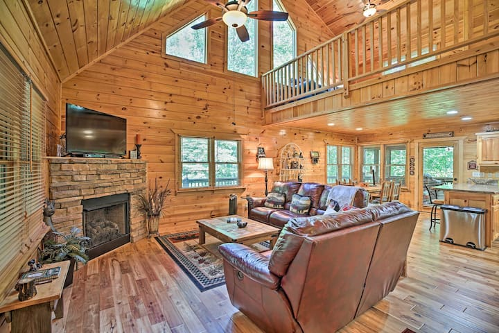NEW! Walk to Coosawattee River from Resort Cabin!