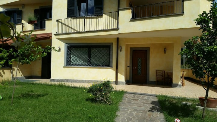 Enjoy Rome, rent a villa for 6 people close to M